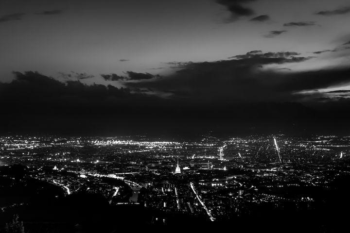 Torino wears black - Zeno Photography