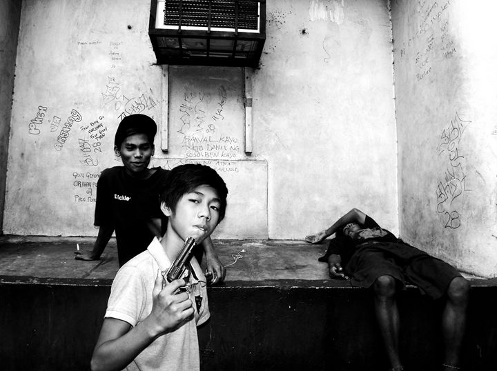 Gun and Children - Arth Figueroa Jumagdao Photographs