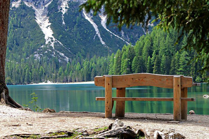 Mountain Lake View - D. van Doorn