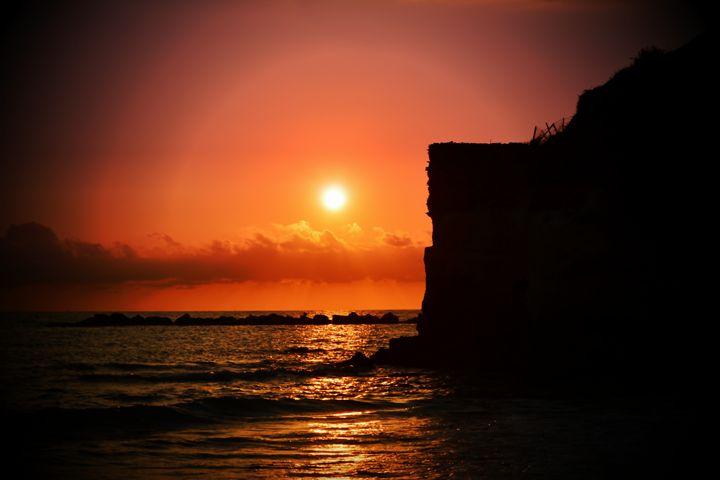 Cliff at Sunset - D. van Doorn