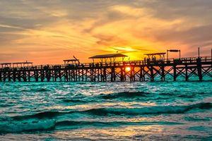 RED BEACH SUNSET