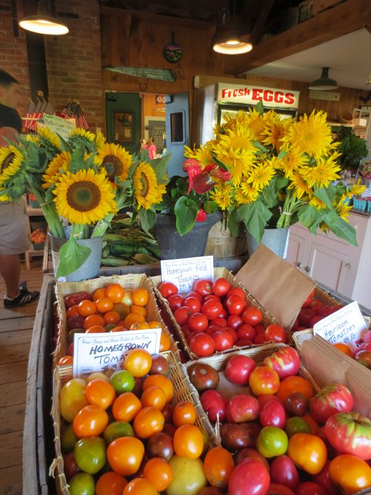 Farm stand, tomatoes, end of summer - L'Orangerie
