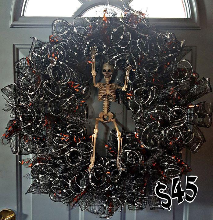 Bonesy the Skeleton Wreath - Dreamweaver Designs