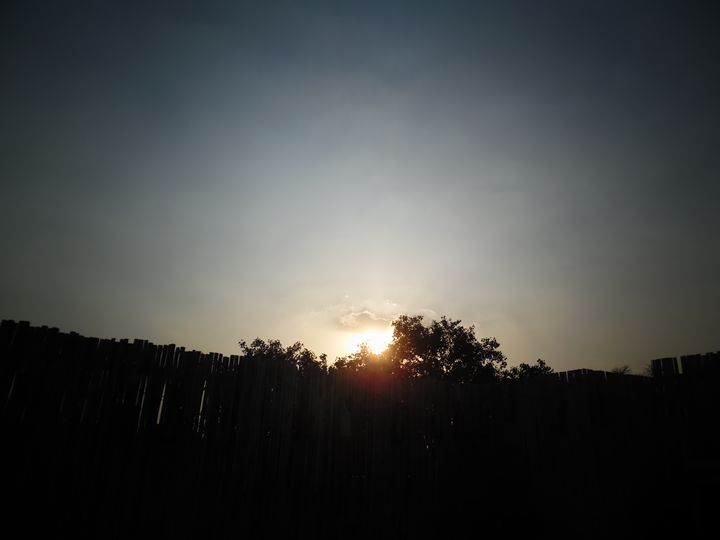 Sunshine in Delhi - Hellz
