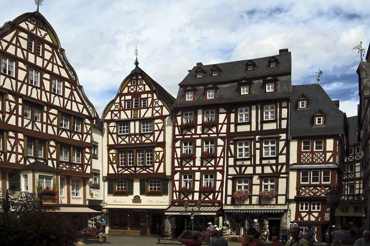 Bernkastel Market Square - Sally Weigand Images