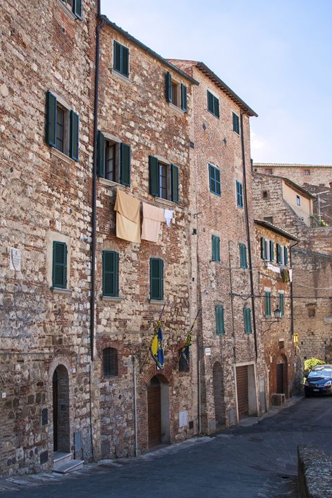 Montepulciano Street Scene - Sally Weigand Images