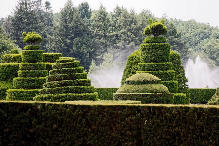 Topiary Garden and Fountains - Sally Weigand Images