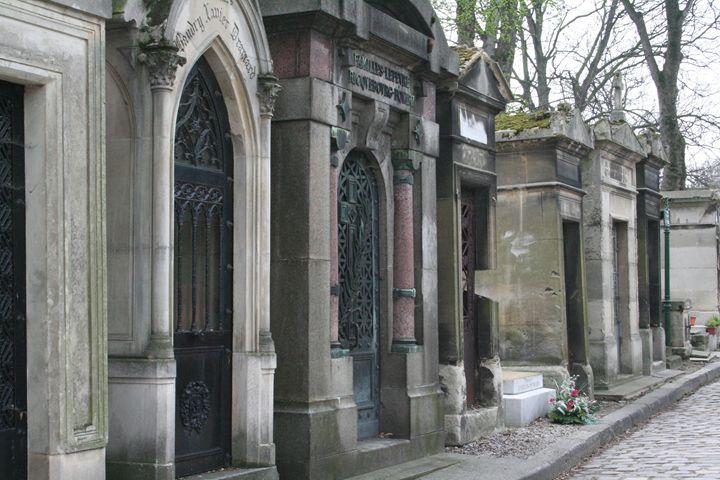 Paris Graveyard - Zomgurrl