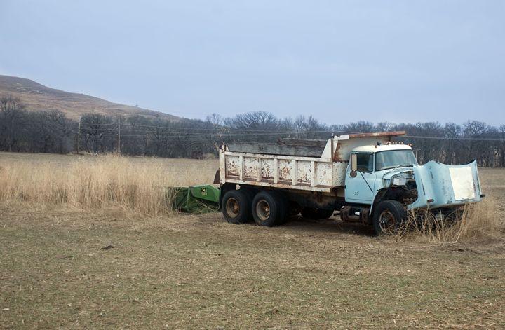 Kansas Farm - Zomgurrl