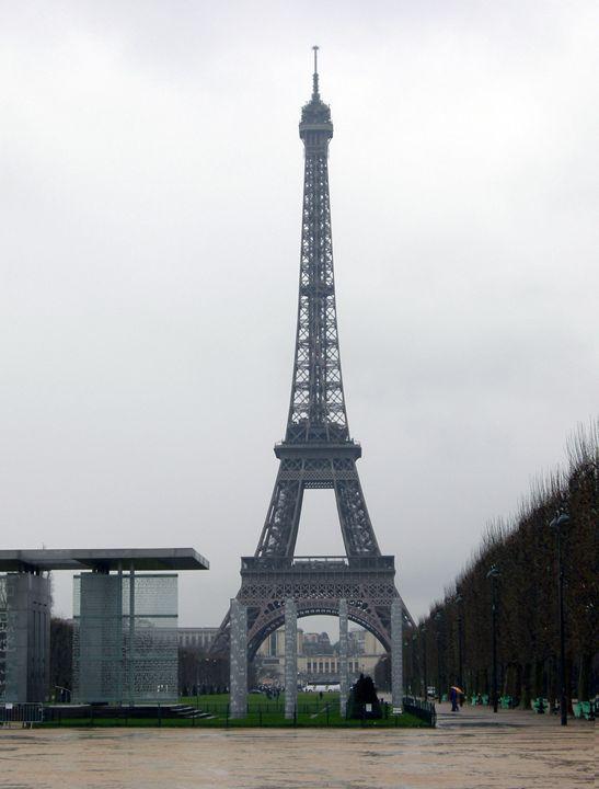 Eiffel Tower - Zomgurrl