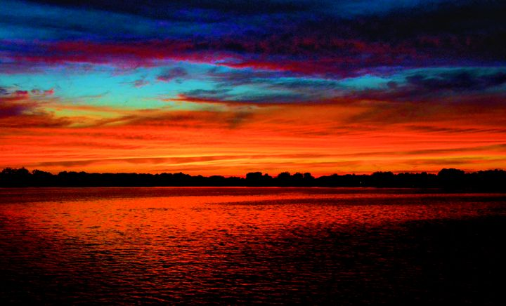 Extreme lake Sunset - Mark Goodhew Photography