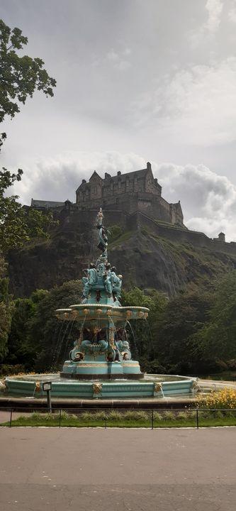 A - Ross Fountain Edinburgh - Lola Bolena