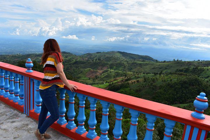 A - Awesome view blue sky mountains - Lola Bolena