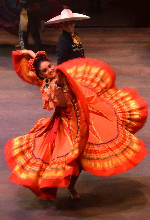 A - Mexican Dancing Dancers - Lola Bolena