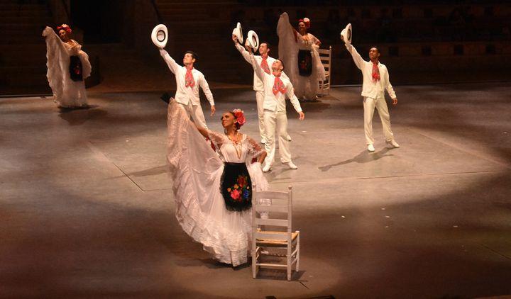 A - Mexicans dancers Veracruz - Lola Bolena