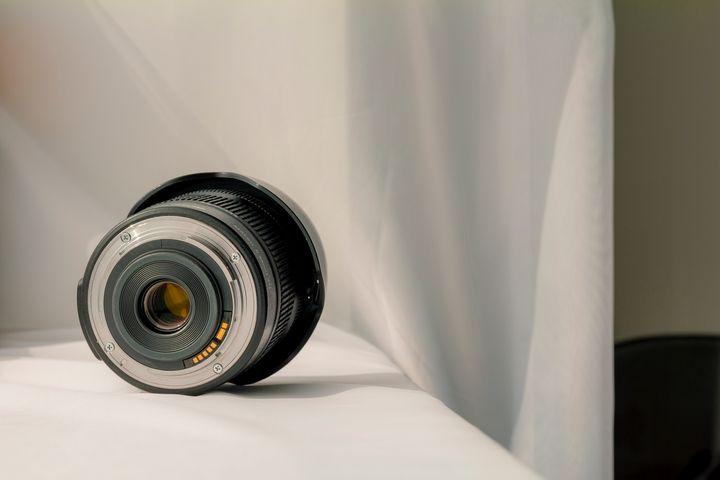 Black camera zoom lens - Maor Winetrob