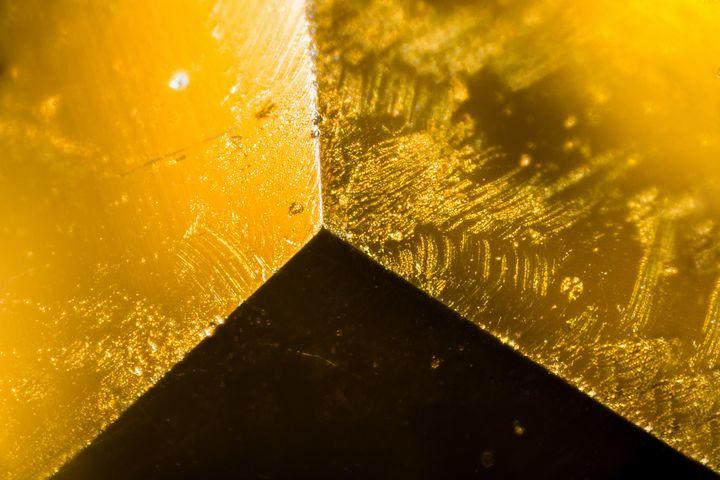 Yellow gem under the microscope - Maor Winetrob