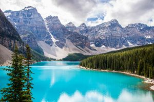Blue waters of Lake Moraine