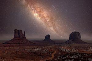 Milky Way long exposure photo in Mon