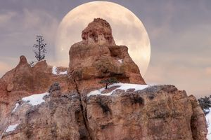 Full Moon in Bryce Canyon