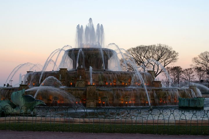Buckingham Fountain At Early Eve - Gregory Patrick Lafferty