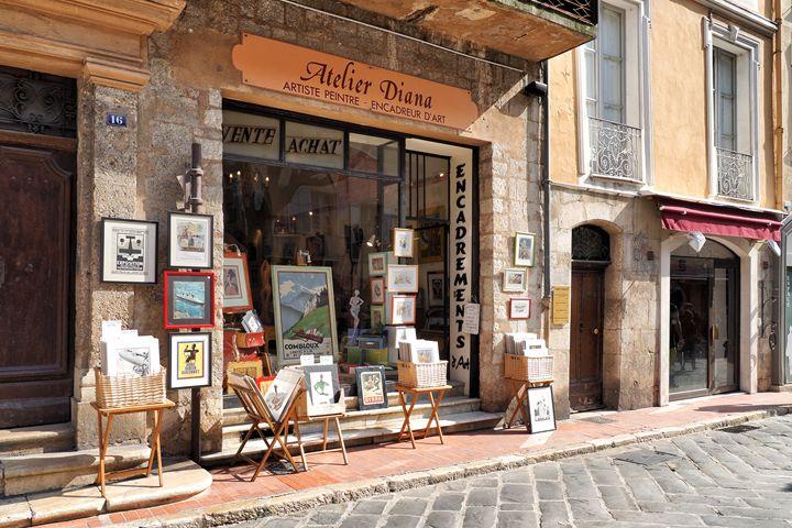 Petit Arts in France - JK Galerie