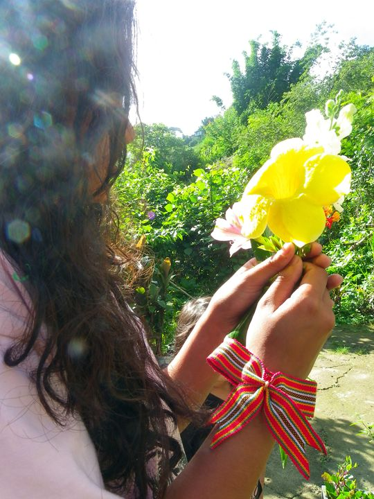 Girl with flowers - Life!