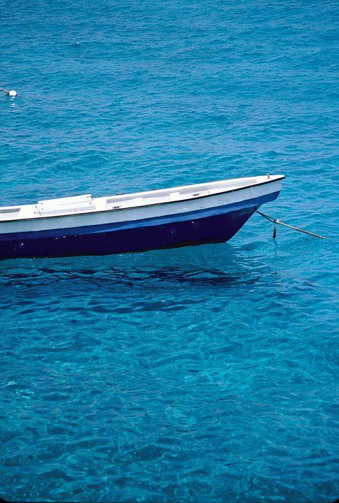 Canoe in water. - oscarcwilliams