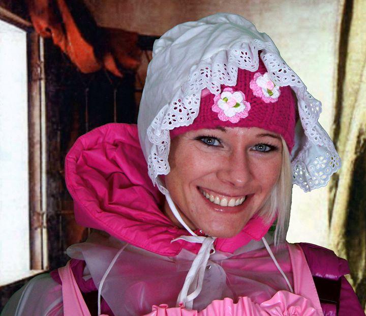 maid porträt - maids in plastic clothes