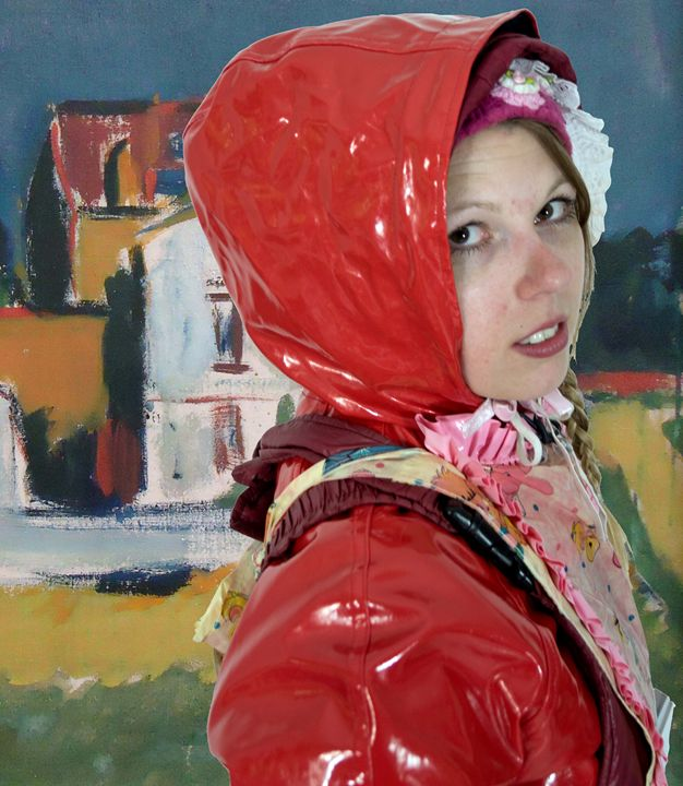 Mädchen mit roter Regenjacke - maids in plastic clothes