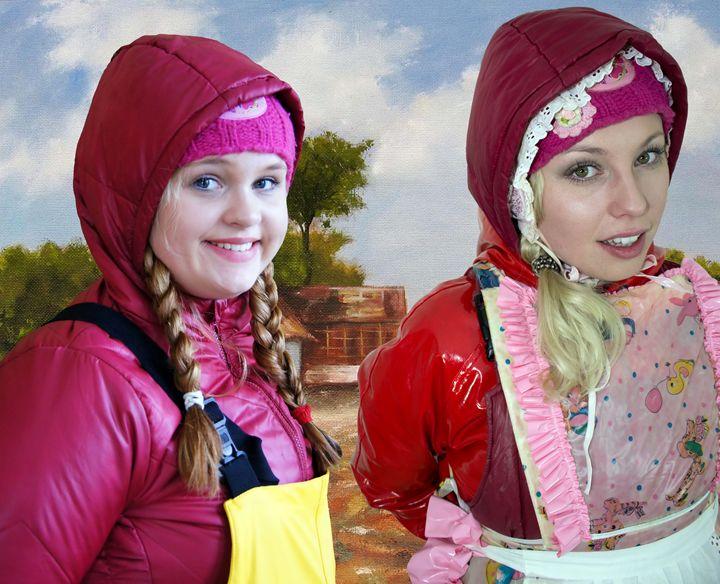 Mädchen vom Lande - maids in plastic clothes