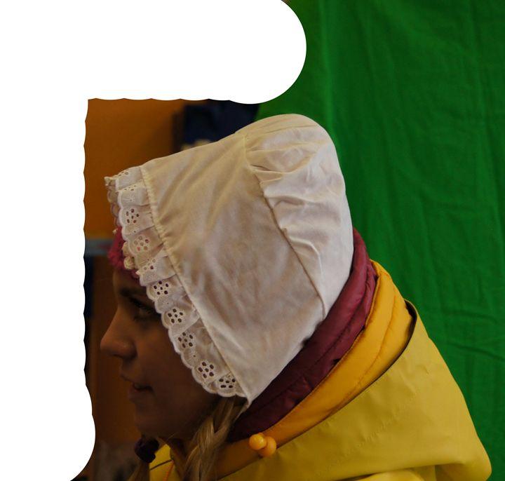 die kleine ditina kecelja - maids in plastic clothes