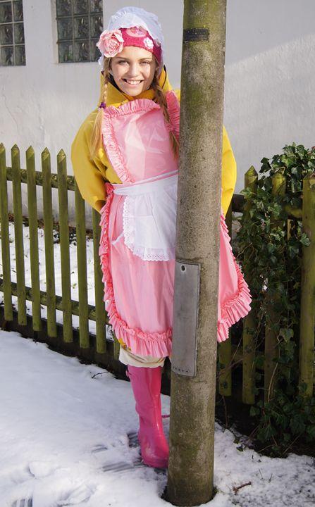 zofe zu Weihnachten - maids in plastic clothes