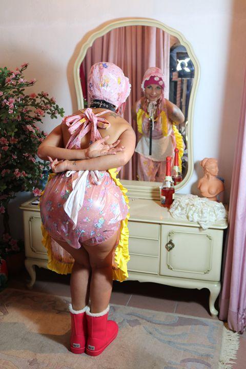vor dem Spiegel - maids in plastic clothes