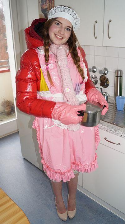 ihre erste Parmesankäsesuppe - maids in plastic clothes