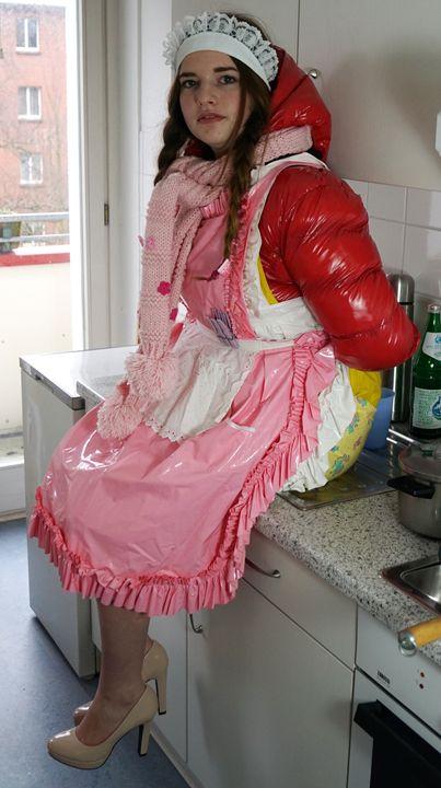 Auszubildende Küchenhilfe - maids in plastic clothes