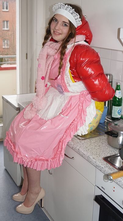 trainee kitchen assistant - maids in plastic clothes