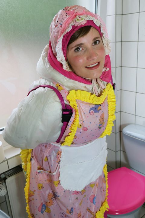 Toilettenhure karcila - maids in plastic clothes