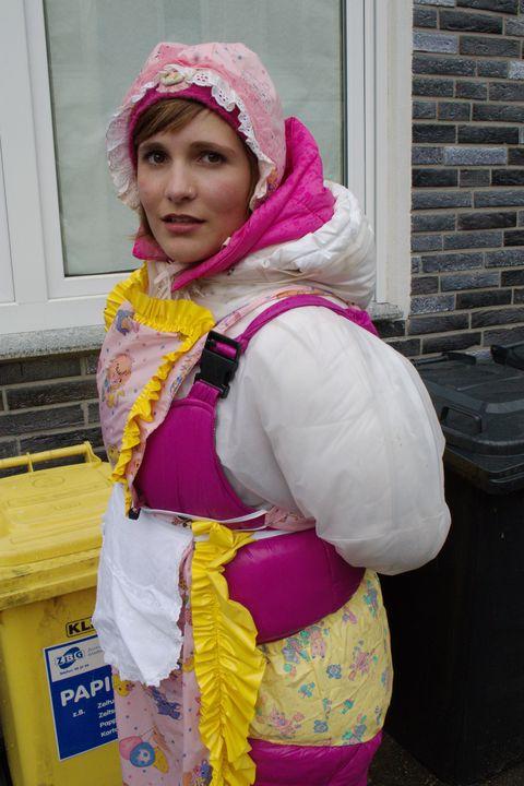 La puttana karcila - maids in plastic clothes