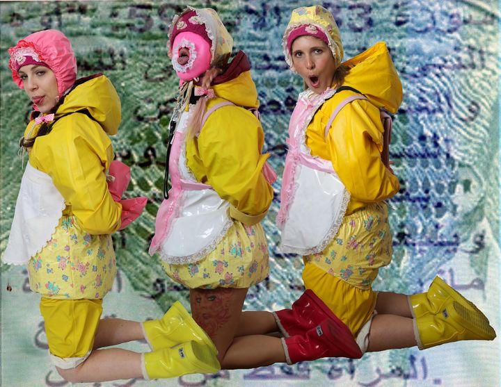 Huren im Friesennerz für den Orient - maids in plastic clothes