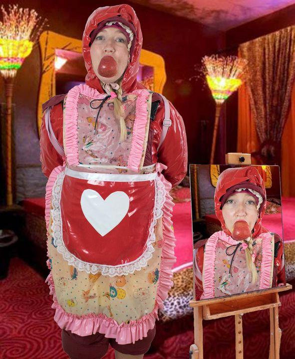 Die Gummihure zeigt ihr Können - maids in plastic clothes