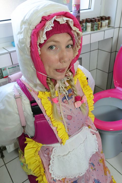 toiletmaid kasspakket - maids in plastic clothes