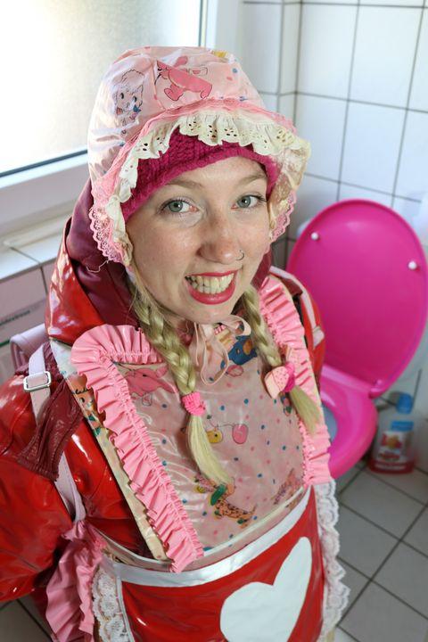 die schüchterne Klonutte - maids in plastic clothes