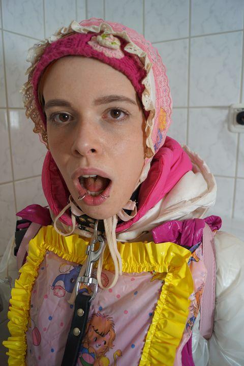 Die Gumminutte freut sich auf Dich! - maids in plastic clothes