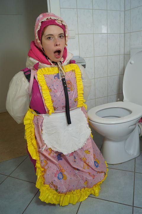 Die Gumminutte freut sich auf Dich - maids in plastic clothes