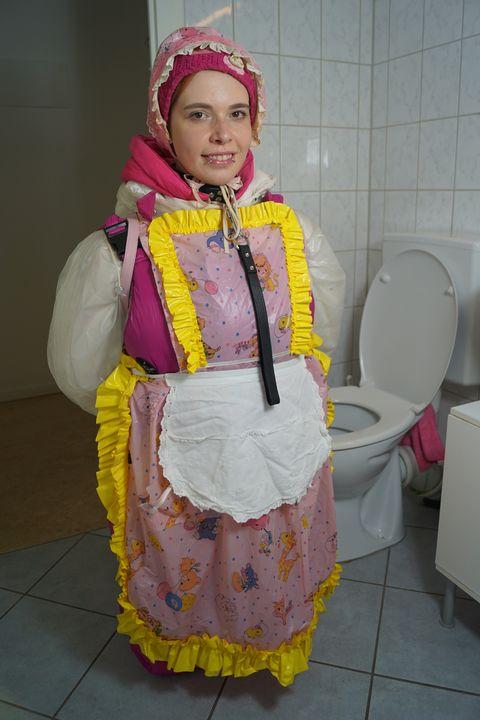 itaatkar lastik fahişe - maids in plastic clothes