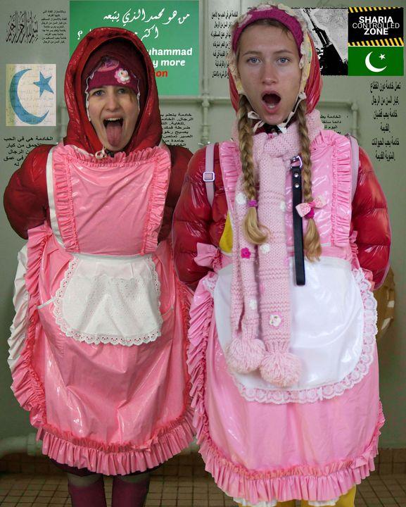 gummierte Kloputzmädchen - maids in plastic clothes