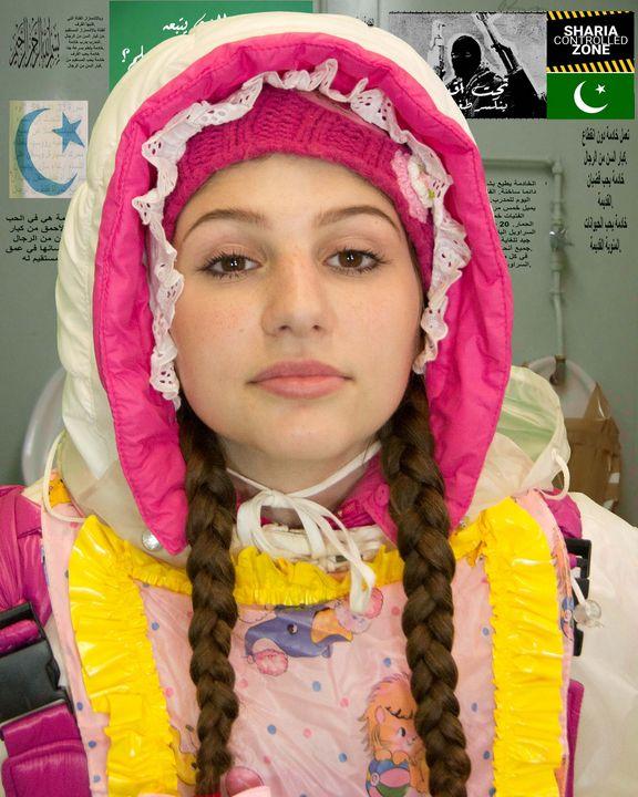 عاهرة قيدوا - maids in plastic clothes