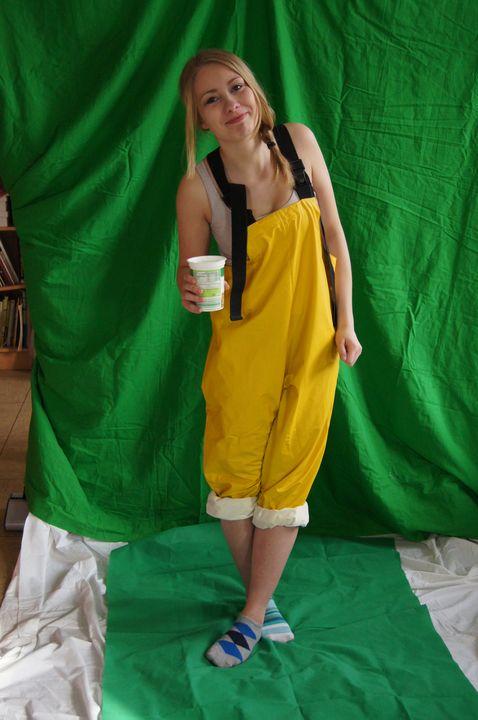 hübsches Mädchen in Gumm - maids in plastic clothes