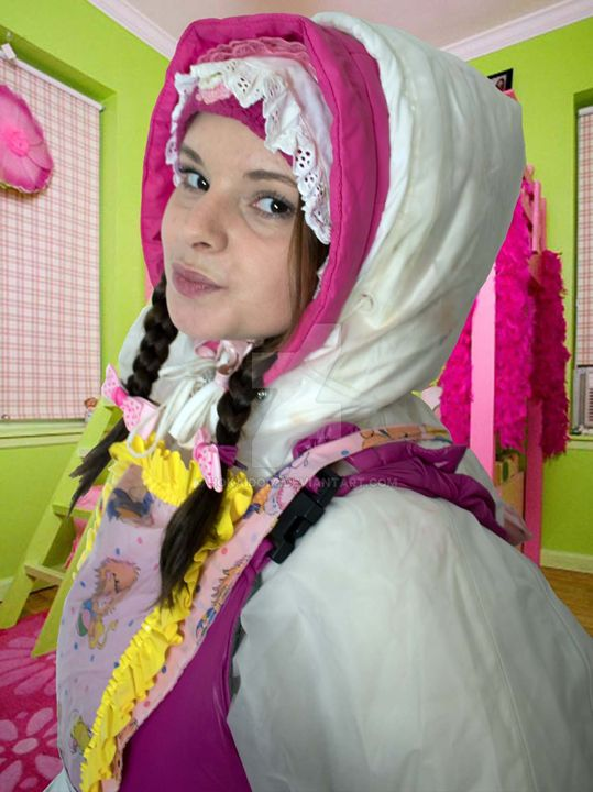 maid tjänarinna - maids in plastic clothes
